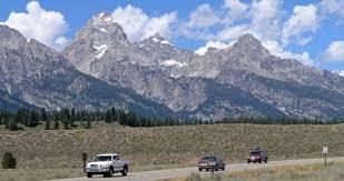Road w Mountains